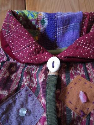 紫のコート早川ユミ